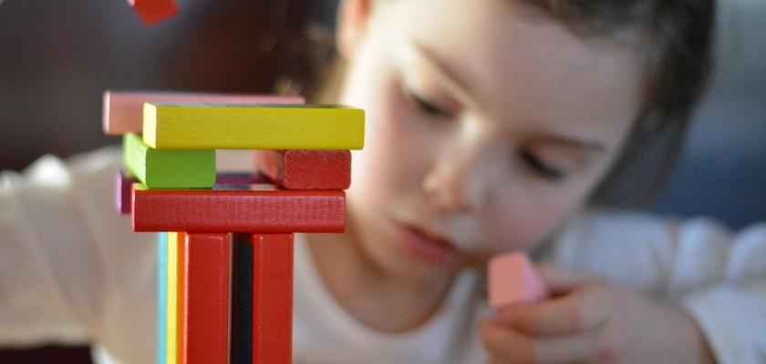 Importancia del juego en la edad infantil - Centro Logos